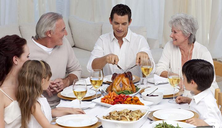 familie_aan_tafel